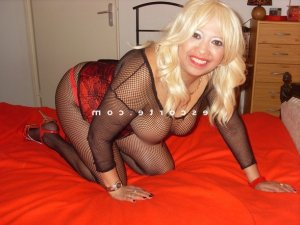 Henriette lovesita escorte massage